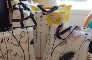 Paquet cadeaux Home Made pour un Noël plus écologique Tote bag ou petite sacoche en tissu REUTILISABLE