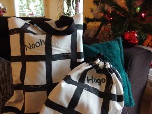 paquet-cadeaux-home-made-pour-un-noel-plus-ecologique-tote-bag-ou-petite-sacoche-en-tissu-reutilisable-3