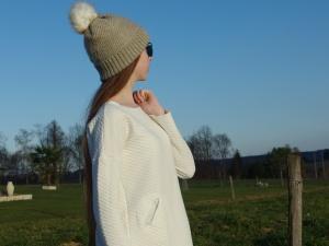 Et une robe pour mon ado ! En jersey matelassé écru de chez Tissus.net !! La veste, elle est en jersey moutarde parsemé d'étoiles pailletées !!