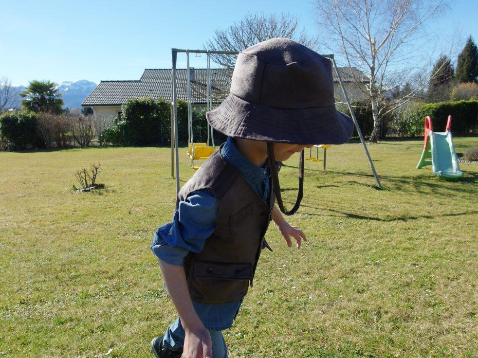 Gilet Multi-poches ADVENTURER et chapeau SUN BRIGHT du magazine Ottobre 3/2015, pour un Aventurier en Herbe !!! Accroche toi, Indiana Jones, concurrence en approche ;-)