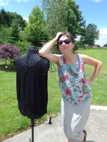 """Mes top FILAO, débardeurs de """"L'atelier couture de Blousette Rose"""", tout en jersey... Jersey fluide noir... Et jersey Lillestoff de chez Lulu la luciole..."""