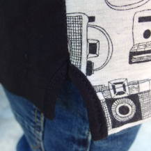Opération Chute #1 - Une chute d'un joli coupon Lululaluciole ou Tissus.net pour le devant... Du jersey uni de chez Dresowka pour le dos et les manches... Un coup de baguette magique et... Voilà un nouveau petit haut à manches longues pour Loulou...