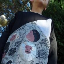 Opération Chute #2 - Une chose facile avec OTTOBRE !! Mon magazine couture préférée ! Des modèles faciles à réaliser qui incite souvent à l'utilisation de chutes, comme ici le modèle COMPASS du 4/2017... Une version Teeshirt en jersey... Une version Sweat léger en sweat bouclette...